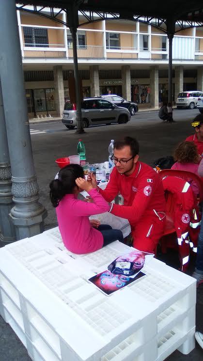 Truccabimbi con la Croce Rossa