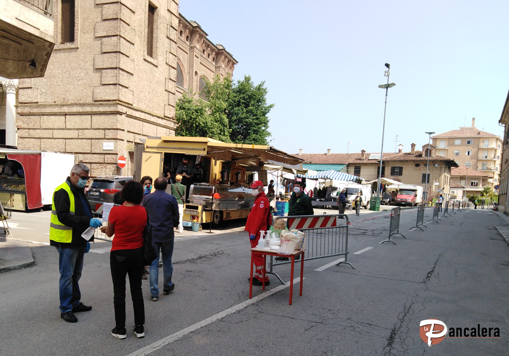 banchi-mercato-a-Vigone