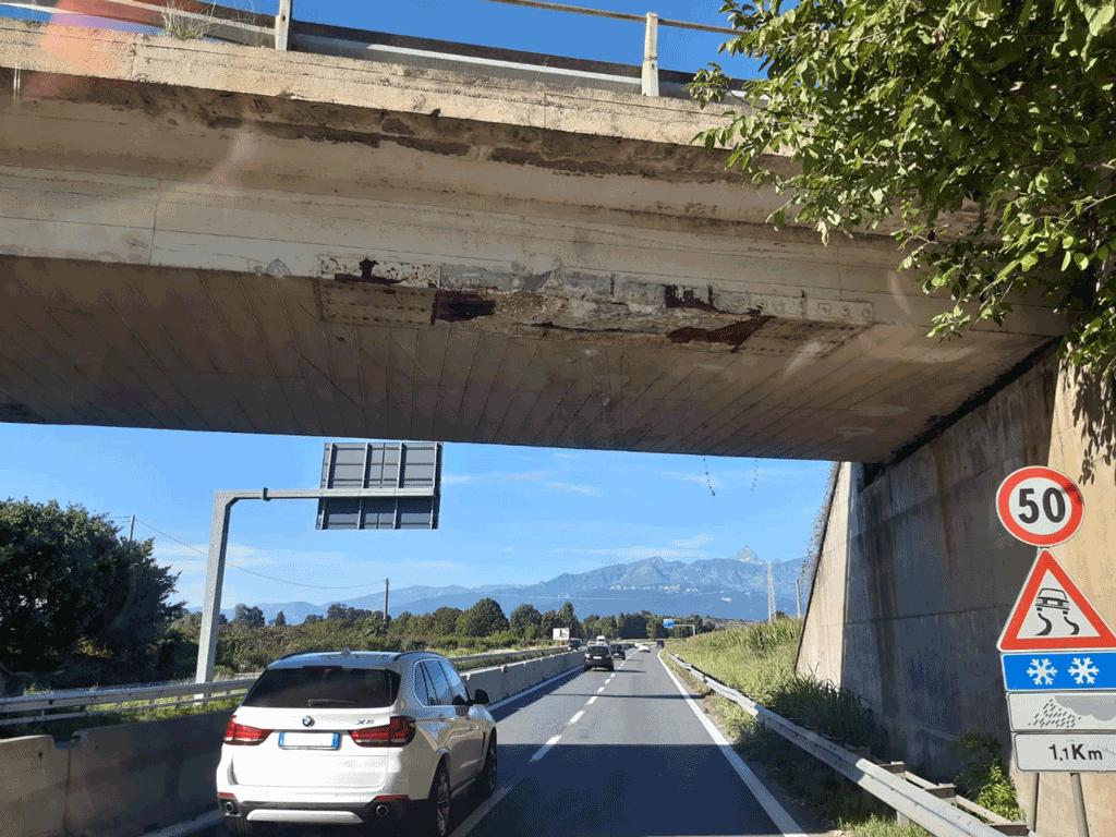 Cavalcavia Pinerolo danneggiato, nessun pericolo per la sicurezza