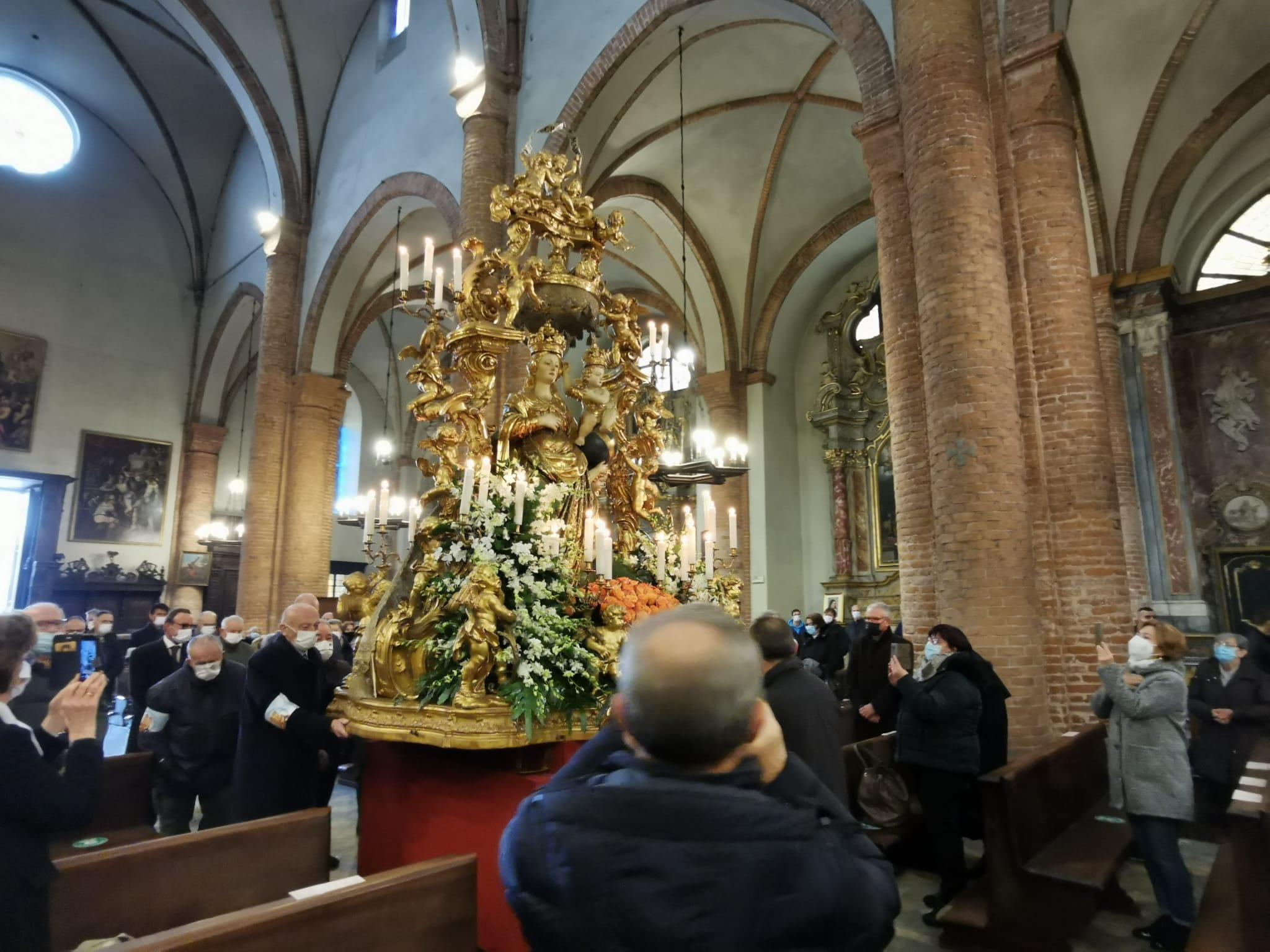 Immacolata, a Carmagnola i fedeli rendono omaggio alla Patrona