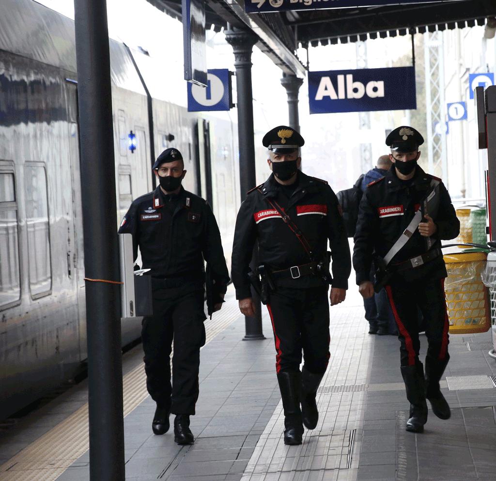 Carabiniri stazione alba daspo urbano