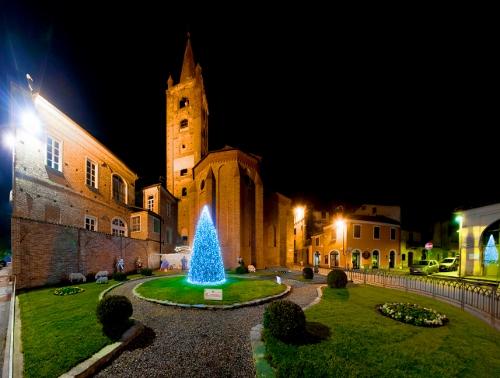 3600 luci per l'albero di Natale nei giardini della Chiesa di Sant'Agostino