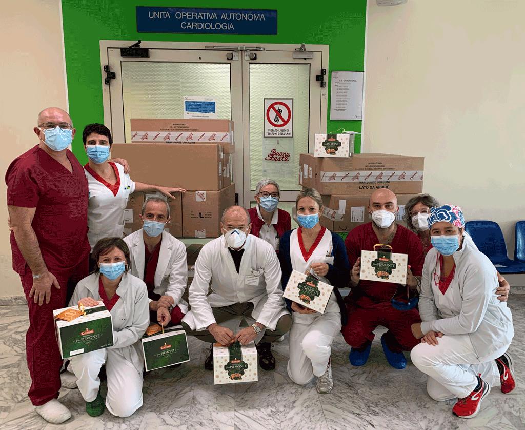 Albertengo dona i suoi panettoni all'ospedale di Savigliano