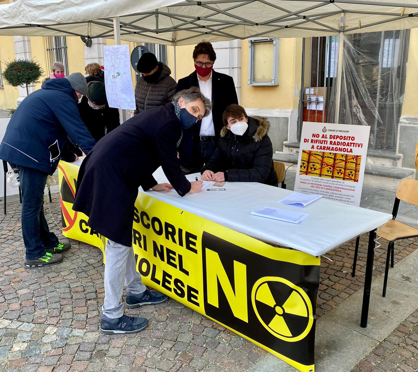 Firme dei pancalieresi contro il deposito di rifiuti radioattivi a Carmagnola