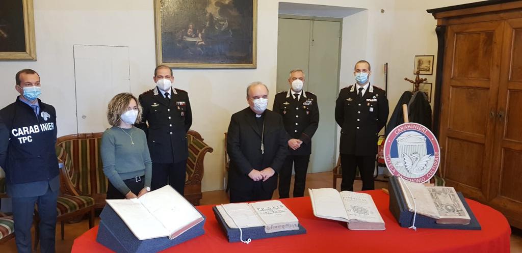 Volumi antichi restituiti dai Carabinieri alla Biblioteca Diocesana di Alba