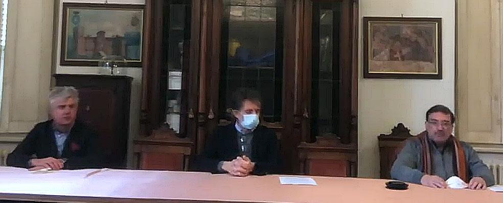 I dottori Grillo e Intini raccolgono le prenotazioni per i vaccini Covid