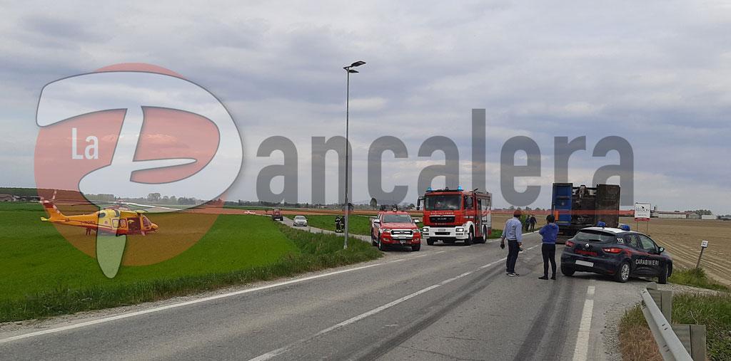 Incidente nel pomeriggio a Moretta, coinvolto un mezzo pesante e una Punto