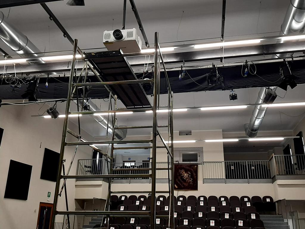 Proiettore-palco-Soms-Progetto-Cantoregi-cinema-racconigi-la-pancalera