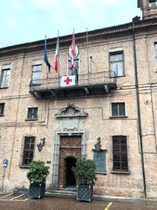 Bandiera-croce-rossa-municipio-saluzzo-la-pancalera-giornale-notizie-2