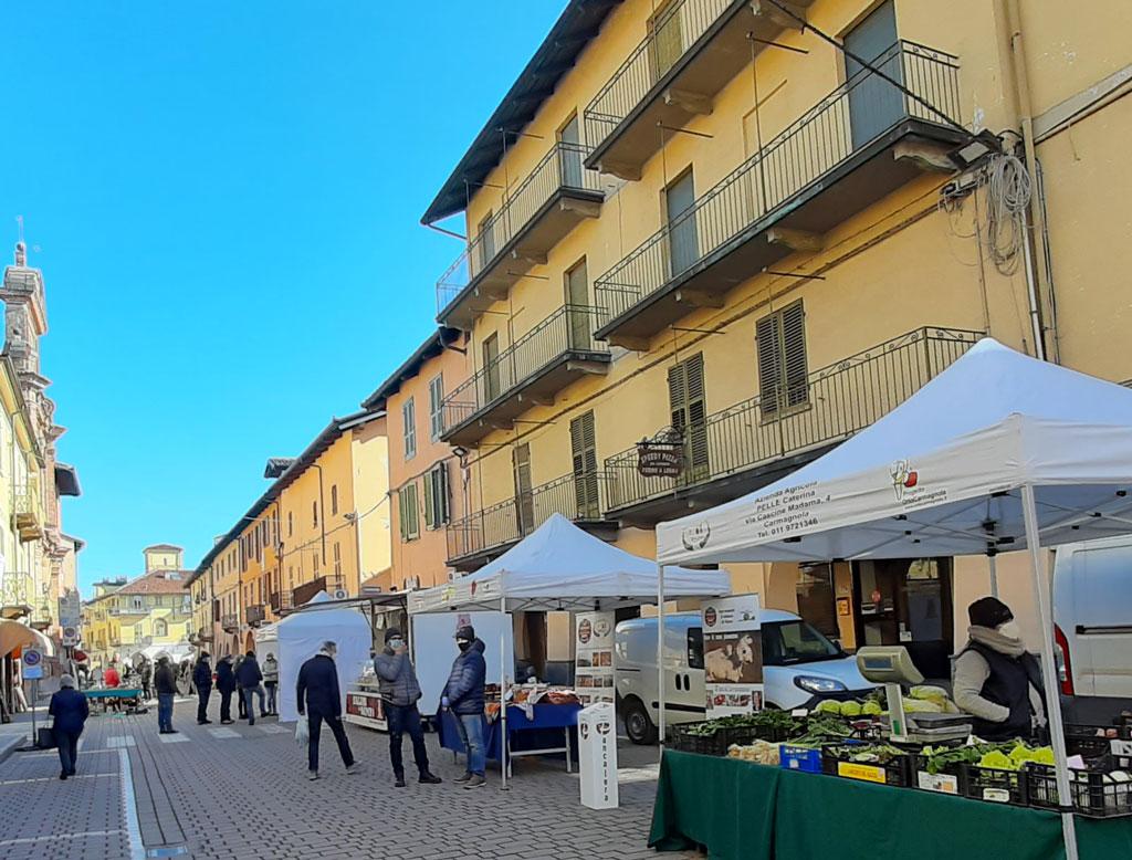 Mercantico e mercatino dei produttori Soms domenica a Carmagnola