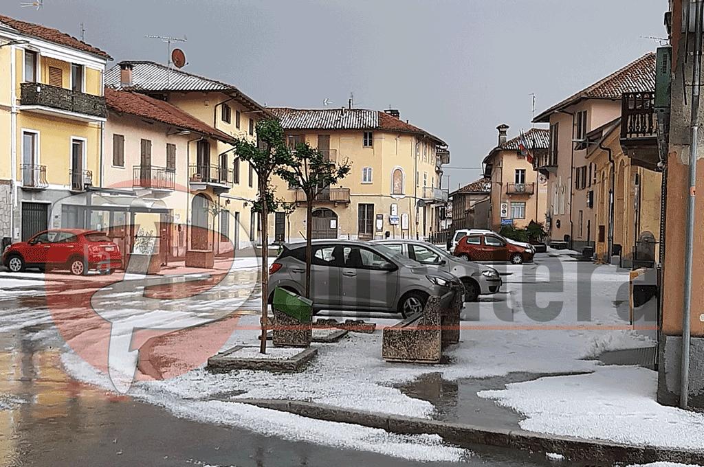 Maltempo, grandine imbianca le strade a Castagnole Piemonte