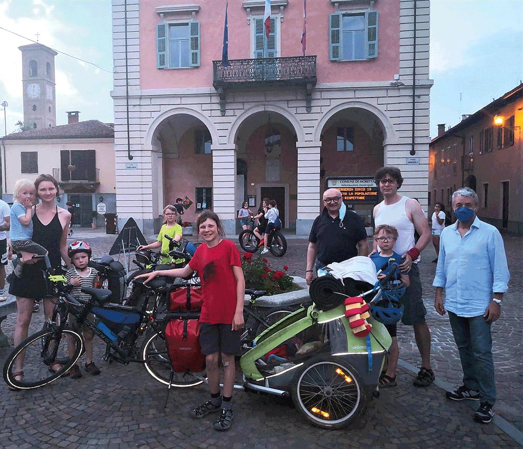 A Moretta la famiglia della Repubblica Ceca che segue il Po in bicicletta