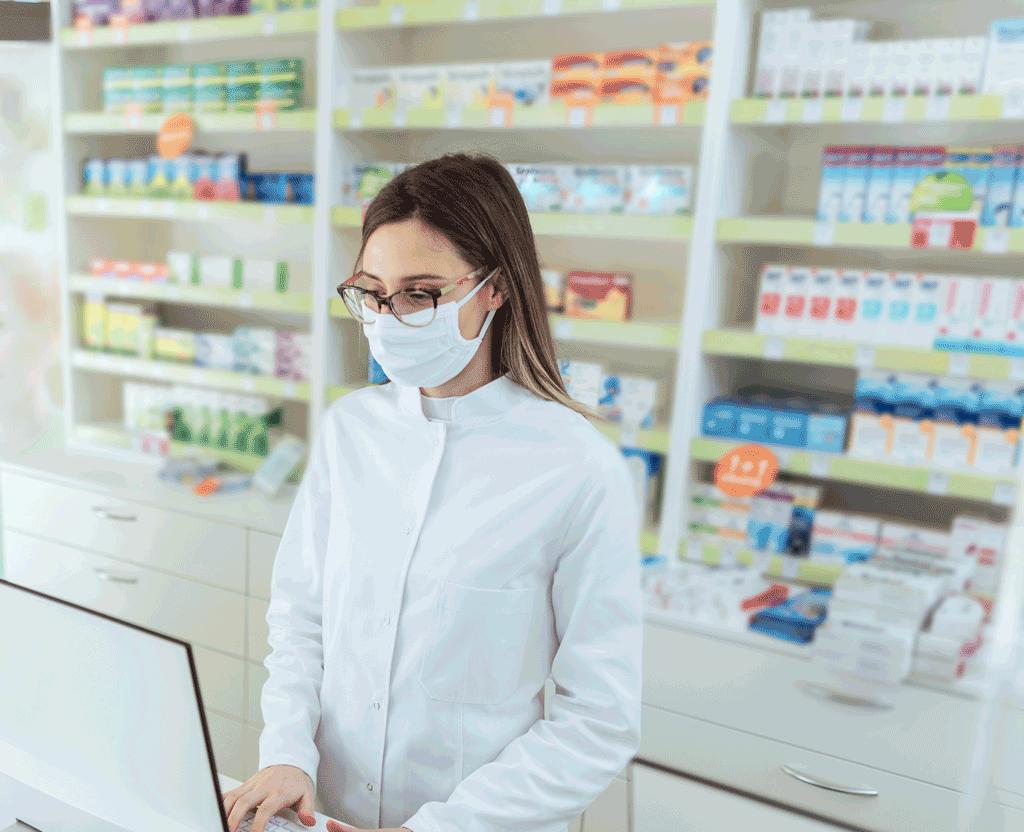 Vaccino antiCovid, si può prenotare in farmacia: da venerdì prime inoculazioni