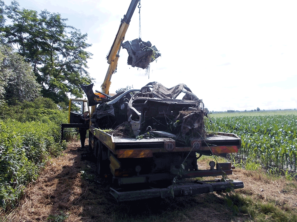 Dopo 13 anni, rimosse carcasse d'auto dalle campagne di Carmagnola