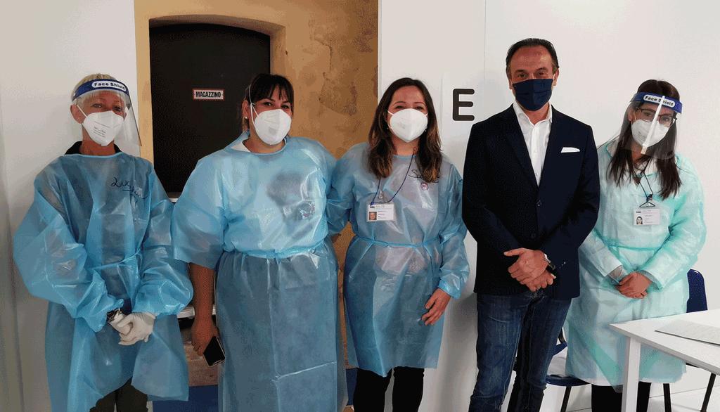Il presidente della Regione Cirio a Carmagnola visita l'hub vaccinale